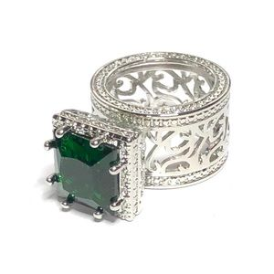 Jewelry - Emerald green ring, large stone, silver plated